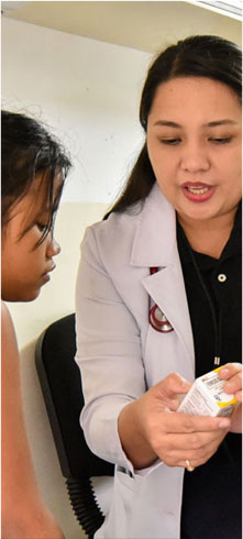 medical professional volunteer in a child consultation