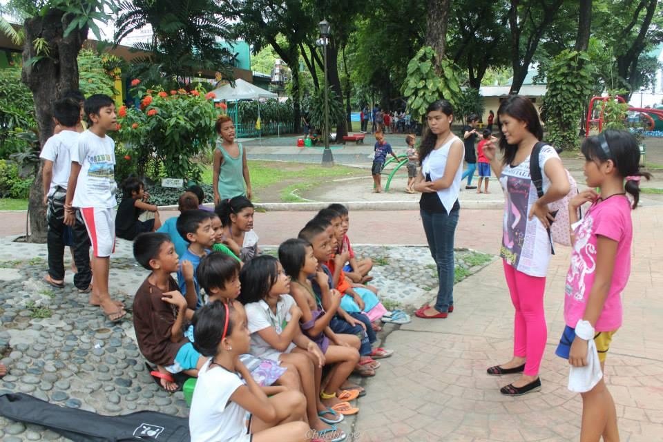 volunteers providing education to street children