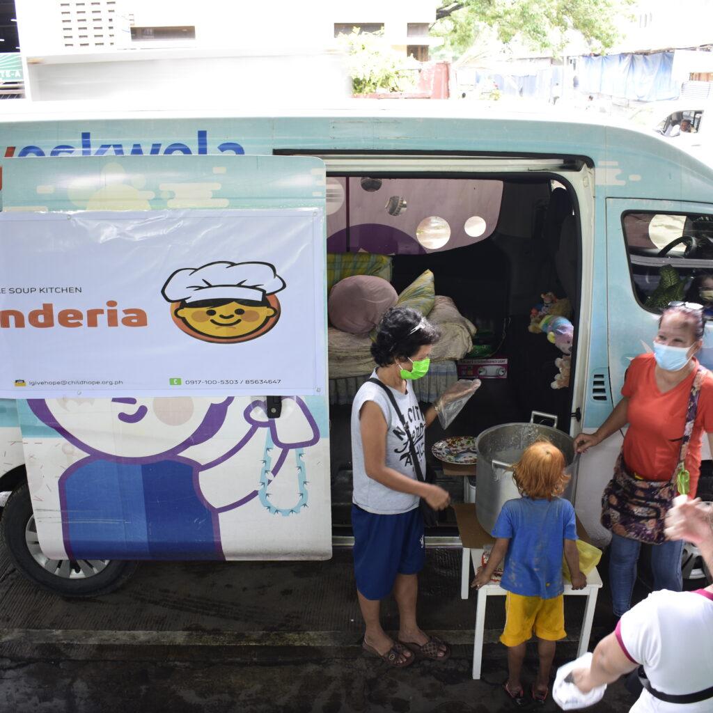 Childhope Philippines' Kalyenderia feeding street children