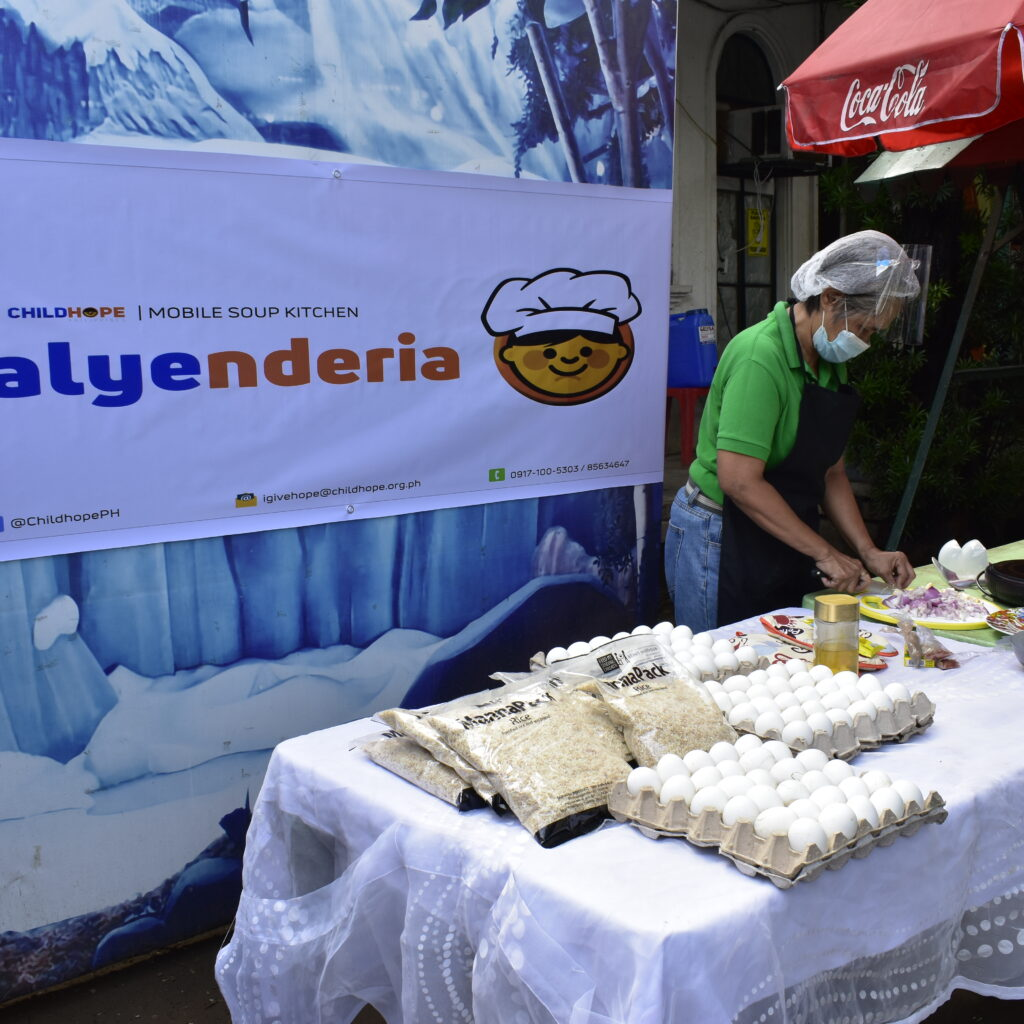 Childhope Philippines' Kalyenderia mobile soup kitchen in action